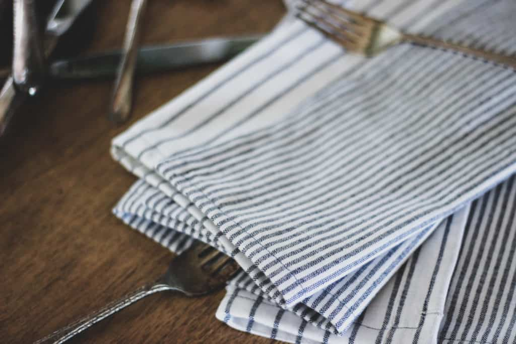 How to Sew Cloth Napkins, DIY Cloth Napkins, Sewing Projects for Beginners, Easy Sewing Projects, DIY Tablescape Ideas