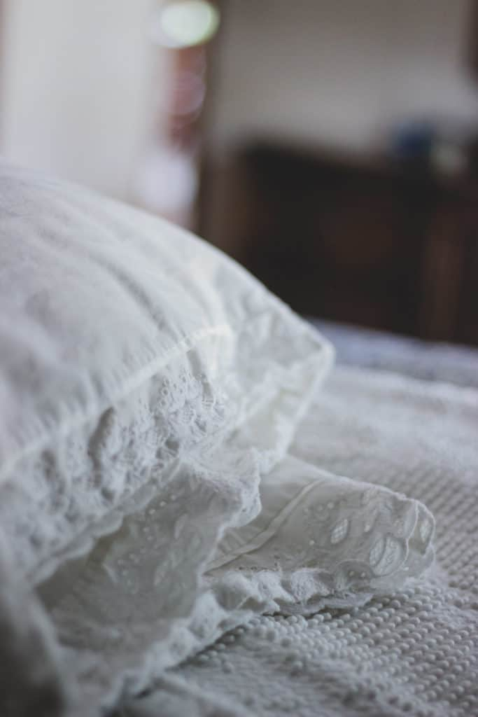 diy pillowcases, how to make pillowcases, sewing projects for beginners, simple pillowcase tutorial, lace pillowcases, diy lace pillowcases