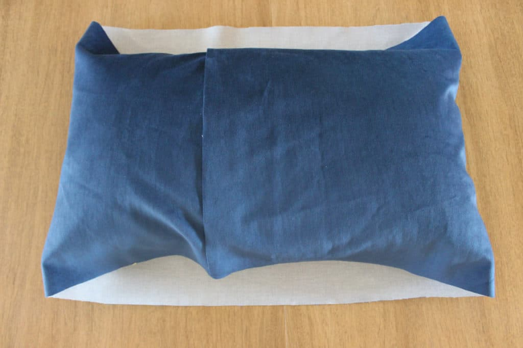 diy pillow cover, how to make a pillow cover, envelope pillow cover tutorial, sewing projects for beginners, diy velvet pillow cover, diy rectangle pillow cover, easy sewing projects, handmade homemaking, old fashioned homemaking