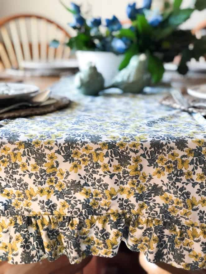 Simple Spring Table Setting With DIY Table Runner | Are you ready to get inspired for spring?! Spruce up your home with this easy table setting complete with a handmade, ruffled table runner!
